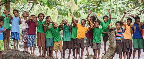Børn der vinker