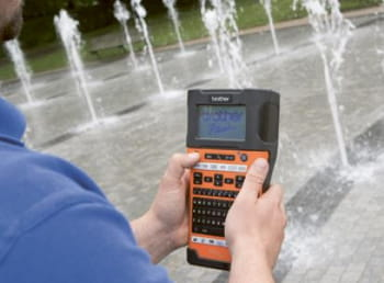 Fountains and Features bruger PT-E550WVP