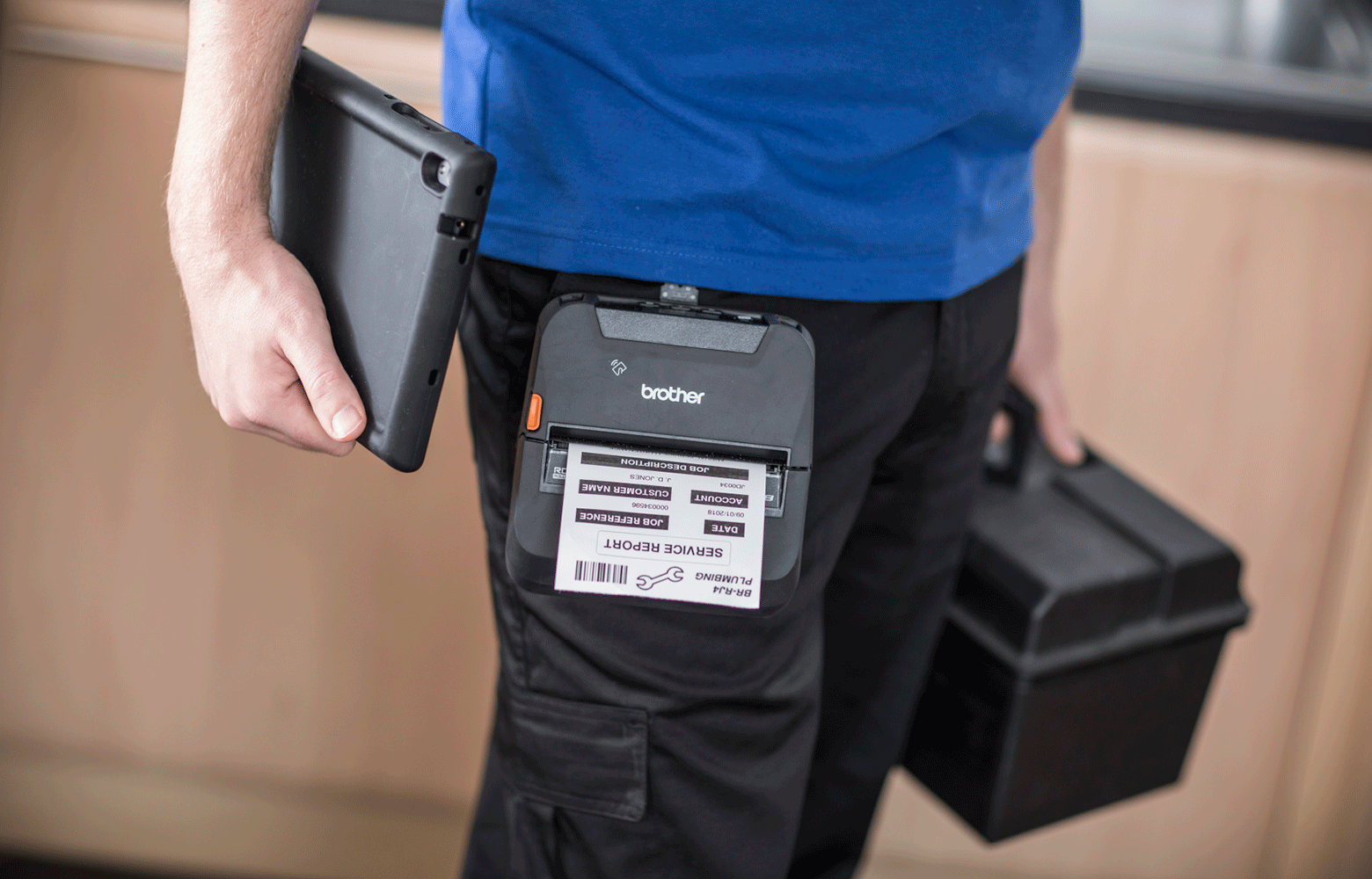 Person med mobil printer på farten