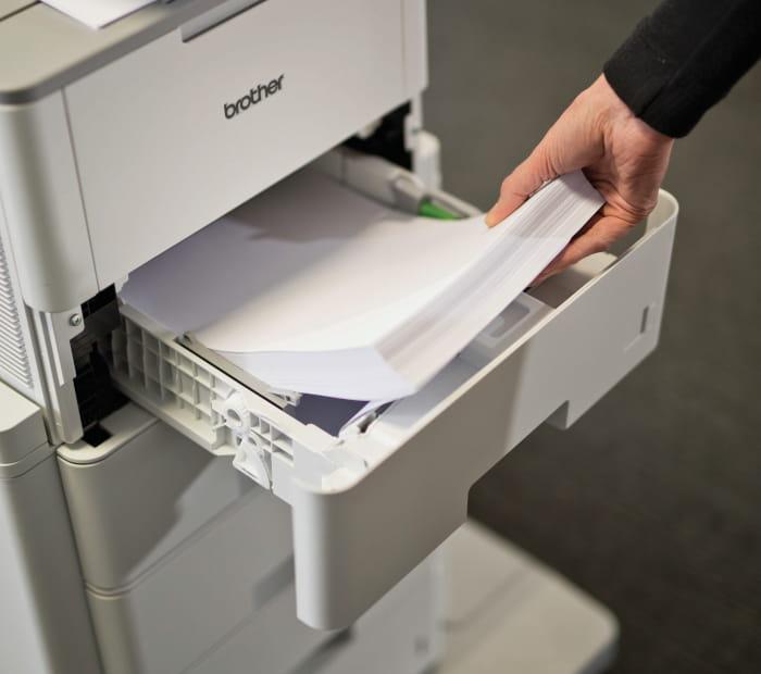 Papirskuffe der lægges papir i