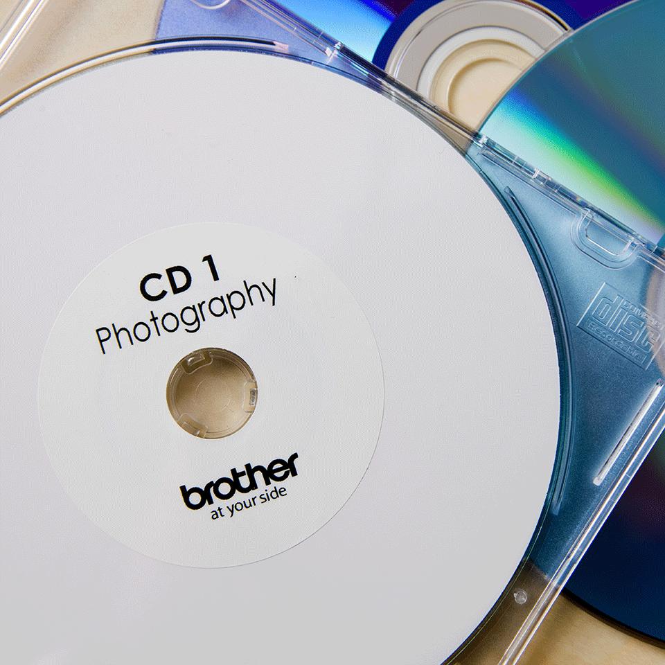 Original Brother DK11207 CD/DVD filmlabel – sort på hvid, 58 mm i diameter 2
