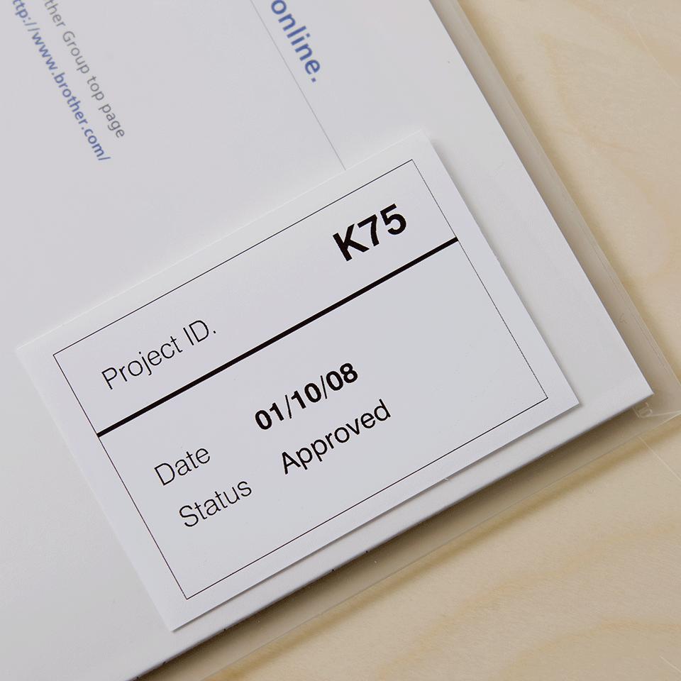Original Brother DK22212 filmlabelrulle i endeløs bane – sort på hvid, 62 mm. 2