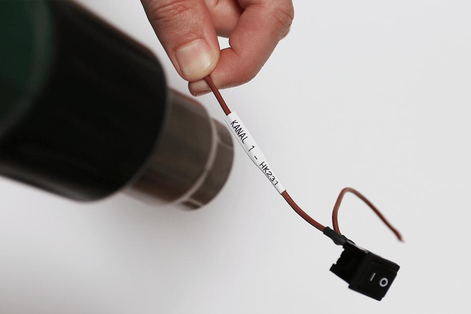 Original Brother HSe-211 krympeflextape – sort på hvid, 5,8 mm bred 4