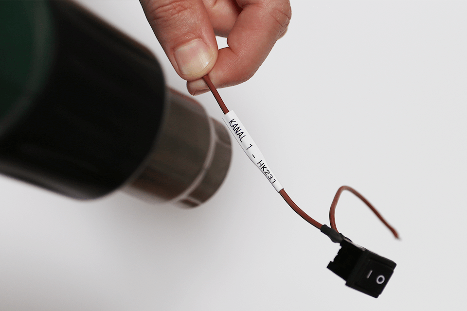 Original Brother HSe-221 krympeflextape – sort på hvid, 8,8 mm x 1,5 m 4