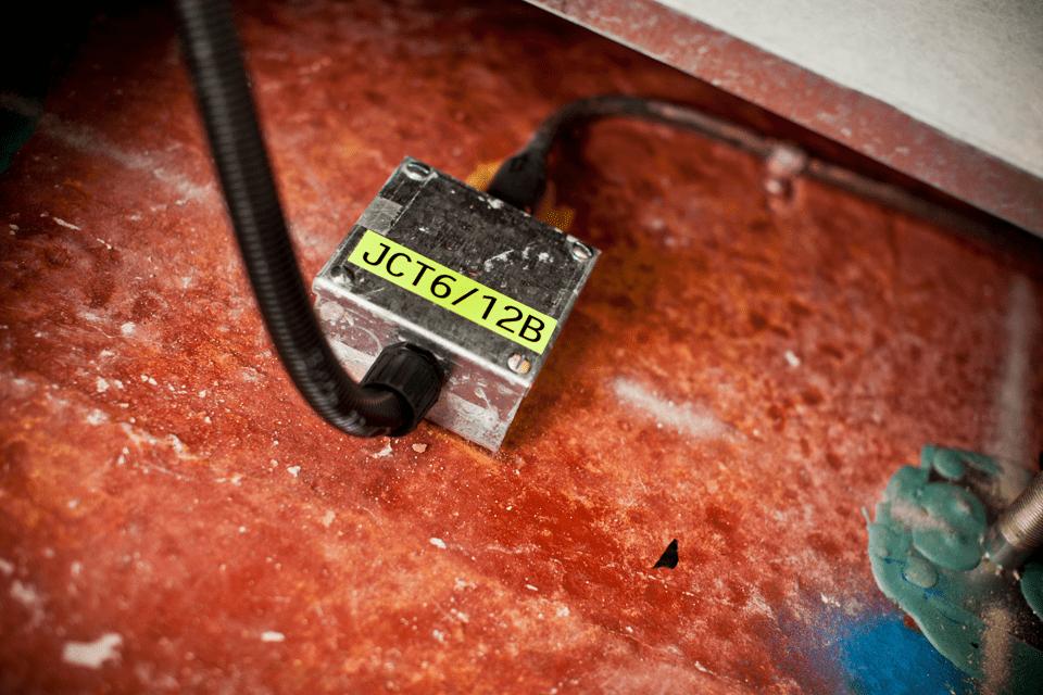 Original Brother TZeC31 tape – neongul, 12 mm bred 4