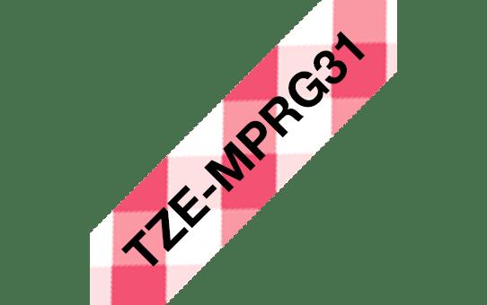 Original Brother TZe-MPRG31 label – sort på rødternet, 12 mm bred