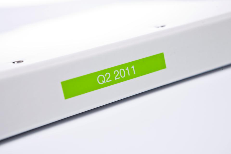 Original Brother TZeMQG35 tape – hvid på limegrøn, 12 mm bred 4