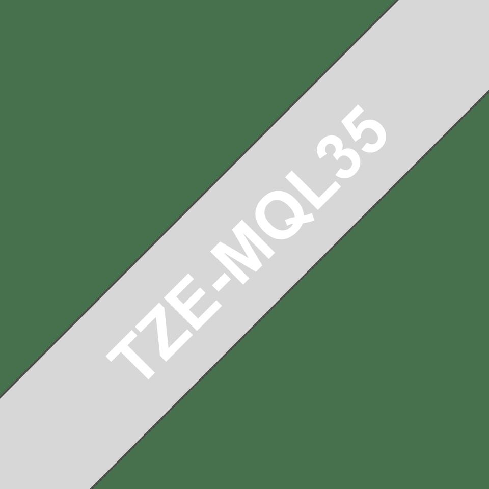 Original Brother TZe-MQL35 tape – hvid på grå 12 mm bred