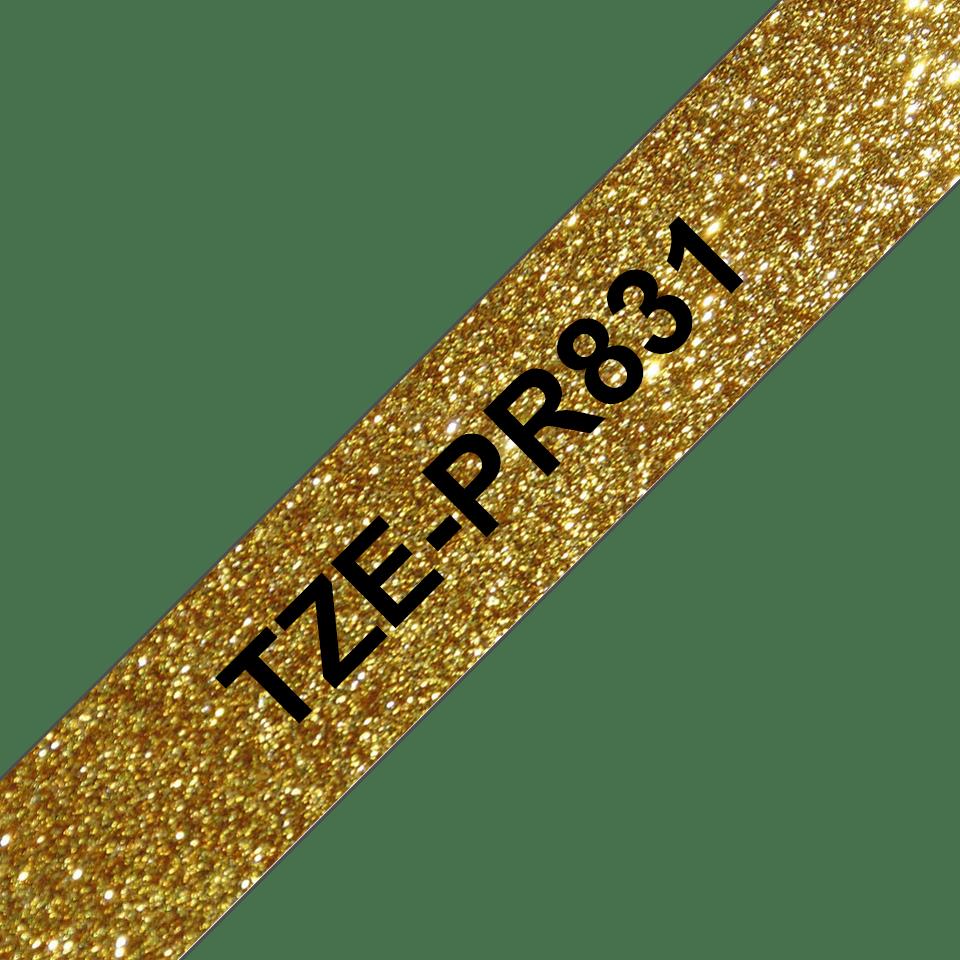 Original Brother TZePR831 tape – sort på glimtende guld, 12 mm bred