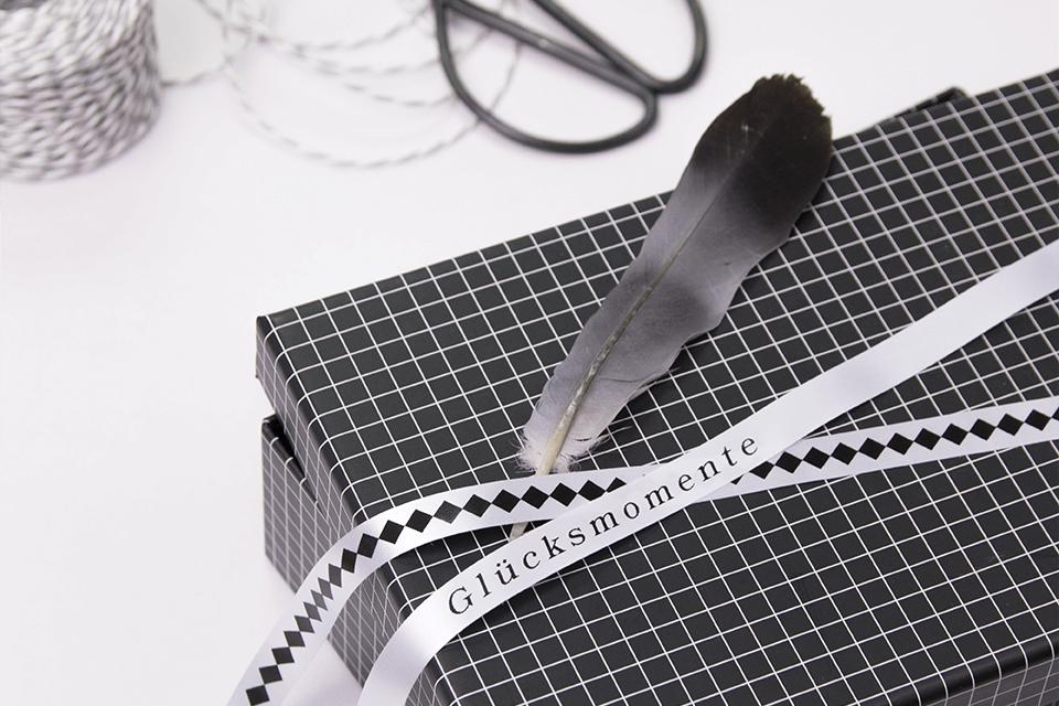 Original Brother TZe-R231 satinbånd – sort på hvid, 12 mm bred 2